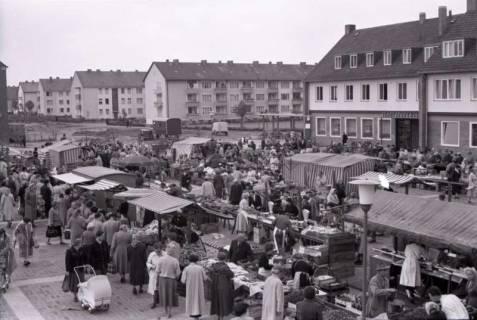 ARH NL Koberg 232, Marktstände auf dem Ricklinger Markt, Ricklingen, 1958