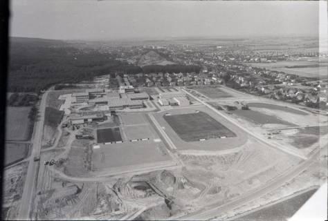 ARH NL Koberg 2647, Schulzentrum mit Sportplatz, Barsinghausen, 1971