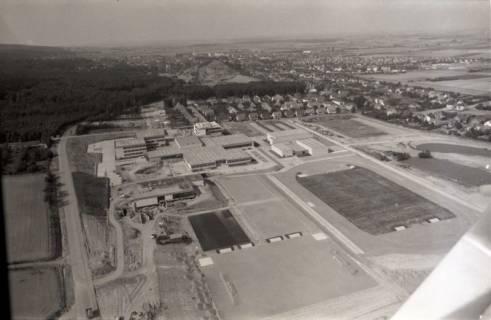 ARH NL Koberg 2648, Schulzentrum mit Sportplatz, Barsinghausen, 1971