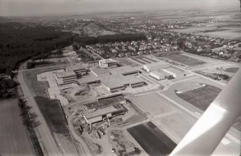 ARH NL Koberg 2649, Schulzentrum mit Sportplatz, Barsinghausen, 1971