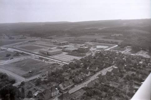 ARH NL Koberg 2659, Schulzentrum mit Sportplatz, Barsinghausen, 1971