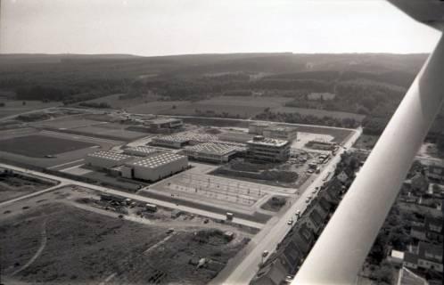 ARH NL Koberg 2661, Schulzentrum mit Sportplatz, Barsinghausen, 1971