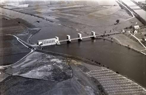 ARH NL Koberg 2934, Stauwehr und Schleusenkanal an der Weser, Petershagen-Lahde, 1960