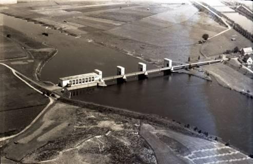ARH NL Koberg 2935, Stauwehr und Schleusenkanal an der Weser, Petershagen-Lahde, 1960