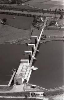 ARH NL Koberg 2936, Stauwehr und Schleusenkanal an der Weser, Petershagen-Lahde, 1960
