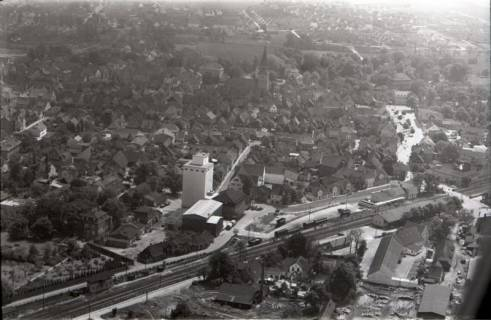 ARH NL Koberg 2977, Im Vordergrund Silo der Fa. Bahlsen, Burgdorf, 1960