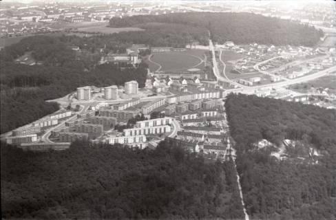 """ARH NL Koberg 2989, Eichelkamp (rechts im Wald die """"Waldschule Eichelkamp""""), Wolfsburg, 1960"""