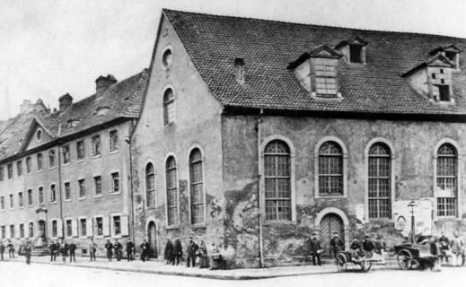 ARH NL Koberg 3019, Heilig-Geist-Spital (links) und die Heilig-Geist-Kirche (rechts) an der Schmiedestraße, Hannover, wohl 1875