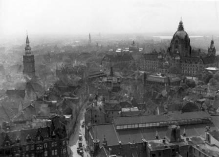 ARH NL Koberg 3029, Blick vom Turm der Marktkirche auf Rathaus und Aegidienkirche, Hannover, 1936