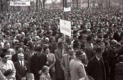 ARH NL Koberg 3038, Maikundgebung des DGB auf dem Klagesmarkt, Hannover, 1952