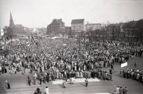 ARH NL Koberg 3044, Maikundgebung des DGB auf dem Klagesmarkt, Hannover, 1952