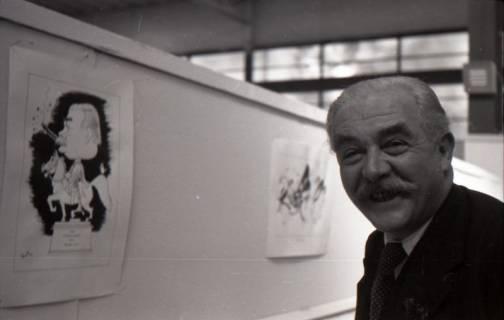 ARH NL Koberg 3050, Ministerpräsident Kopf freut sich über die Karikatur von Felix Mussil, Hannover, 1948