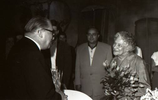 ARH NL Koberg 3073, 78. Geburtstag der Schauspielerin Tilla Durrieux, links Oberstadtdirektor Karl Wiechert, 1950