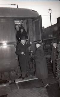 ARH NL Koberg 3080, Ankunft von Bundespräsident Theodor Heuss am Hauptbahnhof, Hannover, 1950