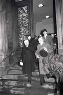 ARH NL Koberg 3084, Ankunft von Bundespräsident Theodor Heuss, in Begleitung von Ministerpräsident Kopf, am Hauptbahnhof, Hannover, 1950