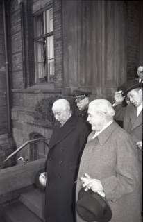 ARH NL Koberg 3085, Ankunft von Bundespräsident Theodor Heuss, in Begleitung von Ministerpräsident Kopf, am Hauptbahnhof, Hannover, 1950
