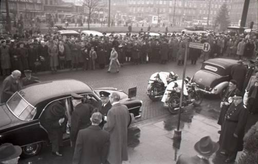 ARH NL Koberg 3087, Ankunft von Bundespräsident Theodor Heuss, in Begleitung von Ministerpräsident Kopf, am Hauptbahnhof, Hannover, 1950