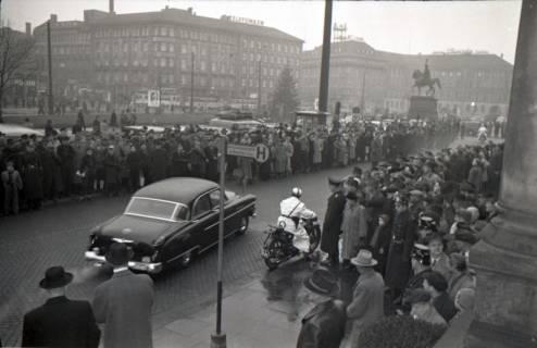 ARH NL Koberg 3089, Ankunft von Bundespräsident Theodor Heuss, in Begleitung von Ministerpräsident Kopf, am Hauptbahnhof, Hannover, 1950