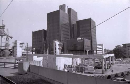 ARH NL Koberg 314, Baustelle am Raschplatz und Gebäude der Sparkasse Hannover, Hannover, 1976
