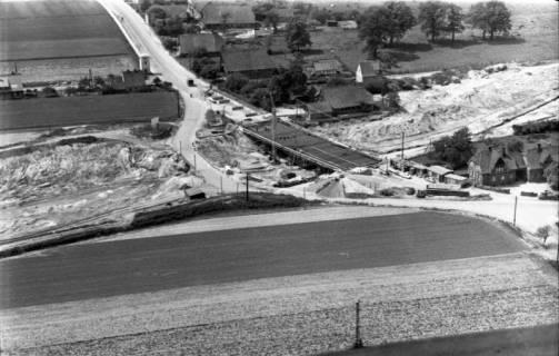 ARH NL Koberg 3255, Bau der Autobahnbrücke der Hauptstraße über die A7, Isernhagen FB, 1960