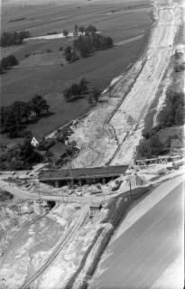 ARH NL Koberg 3256, Bau der Autobahnbrücke der Hauptstraße über die A7, Isernhagen FB, 1960