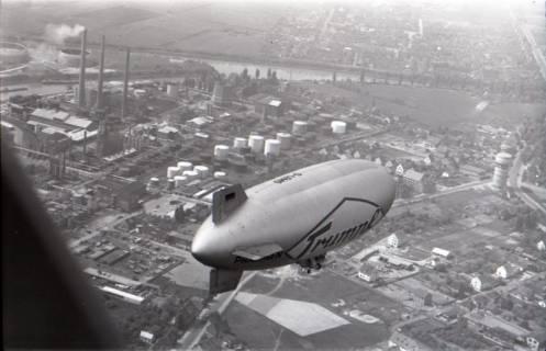 ARH NL Koberg 3366, Luftschiff über dem Misburger Hafen, Misburg, 1961