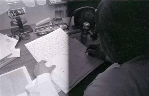 ARH NL Koberg 337, Kurt Dembke bei der Arbeit in der Wetterstation Steinhude, 1972