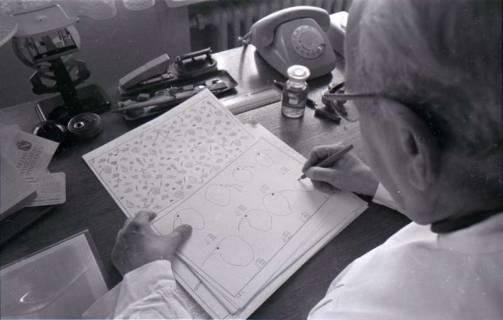 ARH NL Koberg 338, Kurt Dembke bei der Arbeit in der Wetterstation Steinhude, 1972