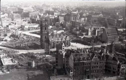 ARH NL Koberg 357, Blick vom Rathausturm auf das zerstörte Hannover u. a. mit Aegidienkirche, zwischen 1948/1949