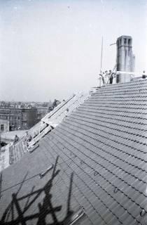 ARH NL Koberg 360, Reparaturarbeiten an einem Dach, zwischen 1948/1949