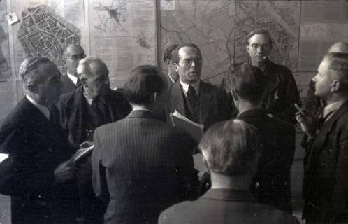 ARH NL Koberg 366, Entscheidung des Innenstadtwettbewerbs unter Leitung von Stadtbaurat Rudolf Hillebrecht, 1949