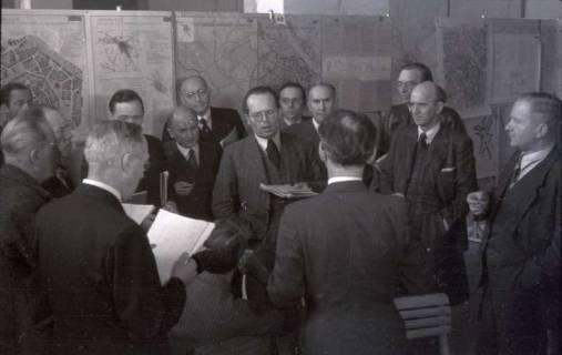 ARH NL Koberg 371, Entscheidung des Innenstadtwettbewerbs unter Leitung von Stadtbaurat Rudolf Hillebrecht, 1949