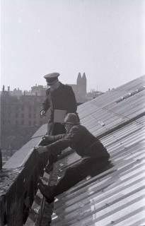 ARH NL Koberg 417, Reparatur eines Daches, Hannover, 1946