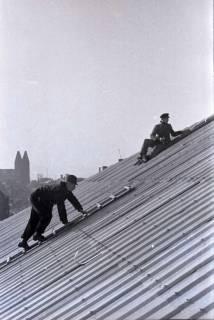 ARH NL Koberg 418, Reparatur eines Daches, Hannover, 1946