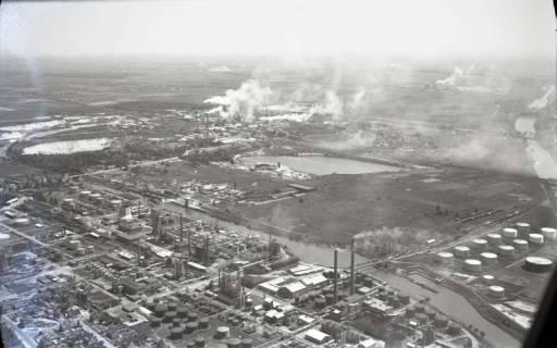 ARH NL Koberg 425, Misburger Hafen mit Erdölraffinerie (Deurag-Nerag), Misburg, 1957