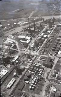 ARH NL Koberg 426, Misburger Hafen mit Erdölraffinerie (Deurag-Nerag), Misburg, 1957