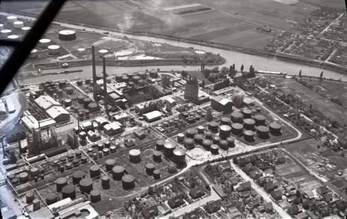 ARH NL Koberg 427, Misburger Hafen mit Erdölraffinerie (Deurag-Nerag), Misburg, 1957