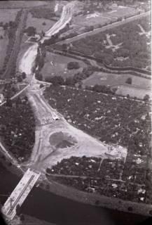 ARH NL Koberg 434, Schwanenburgkreisel und Brücke Westschnellweg im Bau, Hannover, 1957