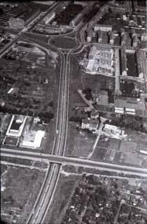 ARH NL Koberg 466, Telefunkenkreisel (links oben im Bild ist das namensgebende Verwaltungsgebäude der Firma Telefunken zu sehen), Hannover, 1957