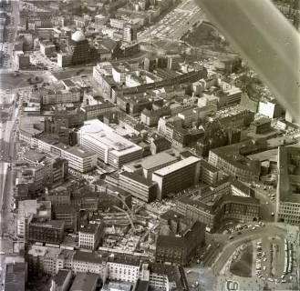 ARH NL Koberg 519, Luftbild von Hannover u. a. mit Steintorplatz und Anzeiger-Hochhaus, 1967