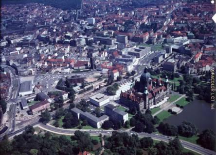 ARH NL Koberg 529, Luftbild von Hannover u. a. mit Neuem Rathaus, ohne Datum