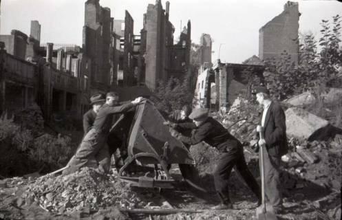 ARH NL Koberg 548, Trümmerbeseitigung in der Odeonstraße, Hannover, 1946