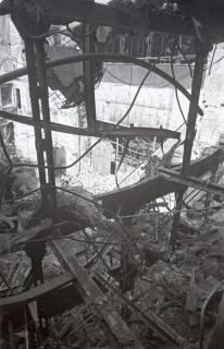 ARH NL Koberg 562, Zerstörte Ränge im Innenraum des Opernhauses, Hannover, wohl 1946