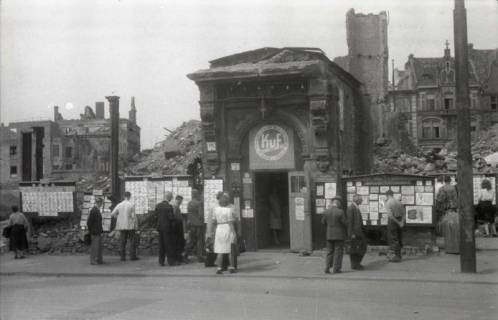 ARH NL Koberg 672, Tausch- bzw. Anschlagtafeln am Steintor, Hannover, 1945
