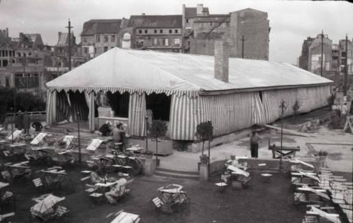 ARH NL Koberg 678, Provisorisches Zeltkaffee auf dem Gelände des Café Kröpcke, Hannover, 1948