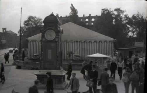 ARH NL Koberg 679, Provisorisches Zeltkaffee auf dem Gelände des Café Kröpcke, Hannover, 1948
