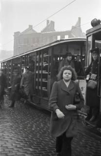 ARH NL Koberg 688, Notverkehr der Behelfsstraßenbahn in alten Gemüsetransportwagen in der Podbielskistraße, Hannover, 1946