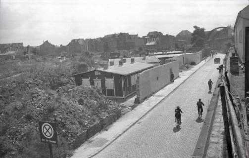 """ARH NL Koberg 699, Der sogenannte """"Bahnsteig 6"""" am Raschplatz hinter den Gleisen des Hauptbahnhofs, Hannover, 1946"""