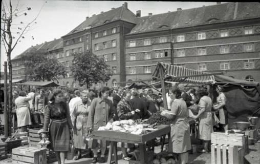 ARH NL Koberg 708, Wochenmarkt auf dem Friedrich-Ebert-Platz, Hannover, 1946