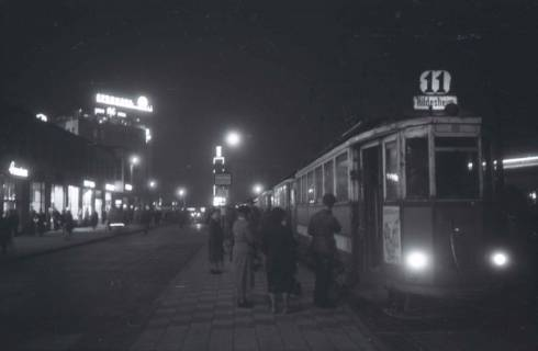"""ARH NL Koberg 723, Kröpcke bei Nacht mit Straßenbahnlinie 11 """"Hildesheim"""", Hannover, 1948"""